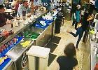 Spagna, la barista meglio di Ibra: colpo di tacco al bancone