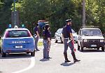 Controlli della polizia in via Milano