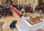 In Duomo  leurne con le reliquie di Santa Teresa e dei suoi genitori