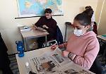 FOTO Gli studenti del liceo Aselli di Cremona con il giornale La Provincia