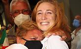 Selfie, applausi e congratulazioni per Vale a Fiumicino