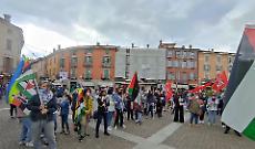 Solidarietà al popolo palestinese: bandiere e presidio