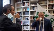 Il governatore Fontana brinda con il latte cremonese