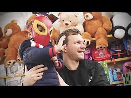 """VIDEO Travis Diener """"Santa Lucia"""" per i bambini meno fortunati"""