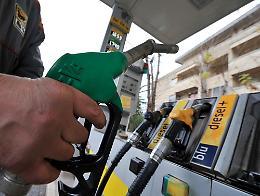 Benzina: sale a 1,670 euro al litro, ai massimi livelli da 2014
