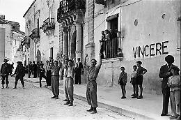 Lo sbarco alleato in Sicilia negli scatti di Phil Stern