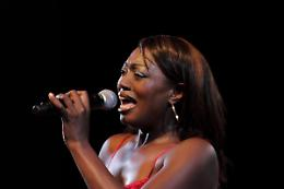 Jazz, blues e gospel stasera con la vocalist Shana Waterstown
