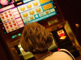 Il Covid affonda il gioco d'azzardo, dimezzate le puntate