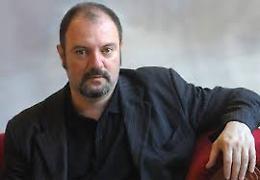 Carlo Lucarelli presenta il suo nuovo romanzo: torna il  commissario De Luca