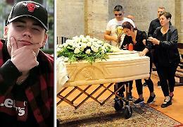 «Addio Pietro», l'ultimo saluto al 18enne investito e ucciso