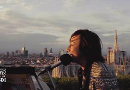 Primo Maggio: Ambra e il concertone in tv, Gianna canta dai tetti di Milano