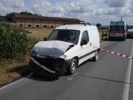 Tamponamento tra 4 veicoli,  sette persone coinvolte