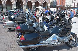 Motociclisti bresciani-mantovani sul listone a cavallo dell'Honda