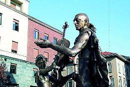 Statua di Stradivari, monumentino di basso profilo? Galimberti: «Il simbolo della nostra tradizione musicale è l'auditorium del MdV»