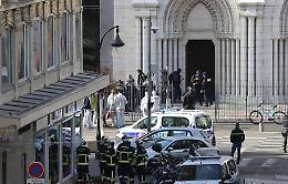 La Francia sotto attacco: a  Nizza 3 morti, 2 decapitati