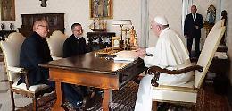 Padre Gigi, dopo la liberazione l'abbraccio del Papa
