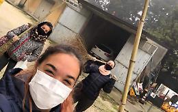 Scuola, area ripulita da tre giovani mamme