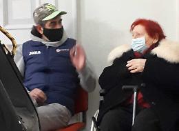 Una 91enne accusata di essere la mandante di un incendio doloso: 'Eravamo da un'altra parte'