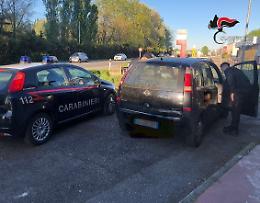 Fermato a bordo di auto rubata, denunciato 47enne