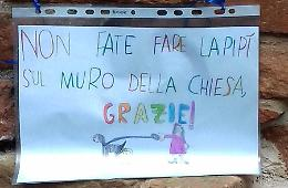 Bimbi, messaggi anti-degrado in piazza S. Agostino