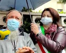 VIDEO Il sindaco Festari e il racconto di padre Gigi