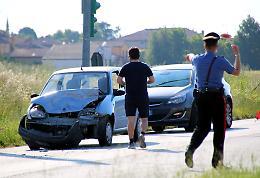 Tamponamento tra auto, contusi una 30enne e un 77enne