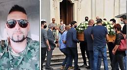 Lacrime per l'ultimo saluto a Luigi Donadei