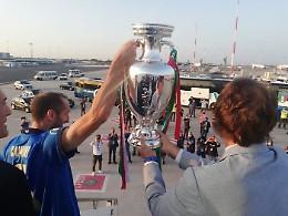 Azzurri a Roma con la Coppa, boato sotto l'aereo a Fiumicino