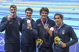 Italia argento nella 4x100 stile libero. Martinenghi bronzo nei 100 rana