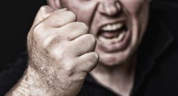 Botte al vicino, 63enne denunciato per minacce e lesioni