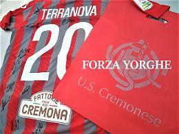 Maglia autografata dai giocatori della Cremonese in supporto a Giorgio Bianchi