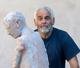 Lo scultore Carotti espone a Sant'Abbondio