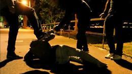 Pestaggio all'esterno di un locale di Asola, due bulli denunciati per lesioni