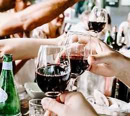 Alcolici a sei minori tra i 12 e i 15 anni, a Crema tre persone nei guai