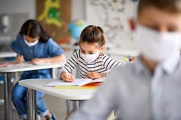 Genitori No-Vax diffidano le scuole: presidi preoccupati