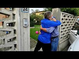 VIDEO Padre Gigi accolto dalla sua famiglia, lacrime e abbracci
