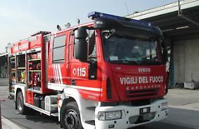 Incendio all'alba: a fuoco contatore, famiglie evacuate