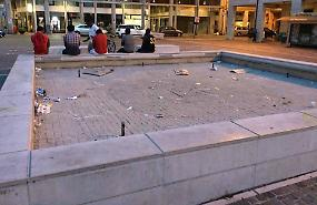 Fontana e degrado. «Specchio del centro città»