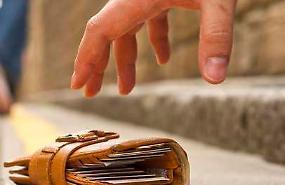 Pensionata trova 1.300 euro: lo dà ai vigili