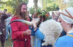 Matrimonio vichingo al 'Midgard Viking Folk Fest'