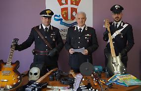Carabinieri intercettano e appiedano ladri sventando furti
