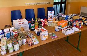 Donati due interi stipendi per aiutare i più bisognosi