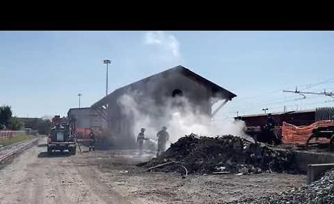 Incendio di traversine in stazione, verifica sulle cause