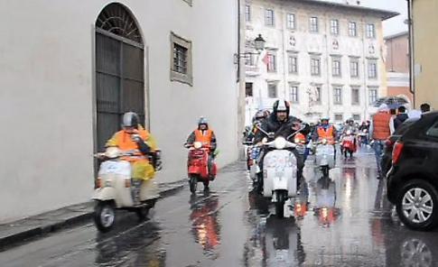 La Vespa festeggia i 70 anni con un maxi-raduno a Pisa