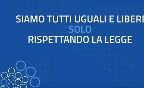 """VIDEO  La Polizia ha un messaggio per l'Italia: """"Siamo dalla stessa parte"""""""