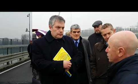 VIDEO Onorio Rosati (candidato LEU alla Regione Lombardia) sul ponte di Casalmaggiore