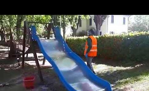VIDEO La sanificazione dei giochi al Campo di Marte di Crema