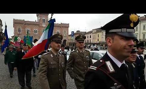 25 Aprile:  sfilata con labari, stendardi e bandiere
