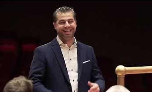 VIDEO Jader Bignamini nuovo direttore dell'orchestra sinfonica