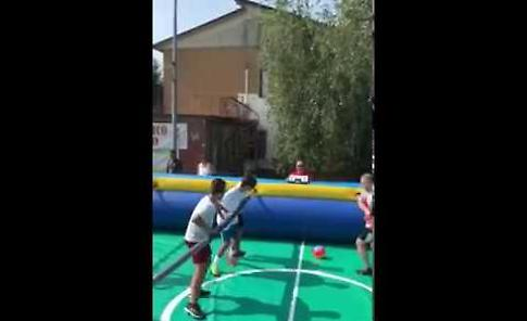 VIDEO  Torneo di calcio balilla umano